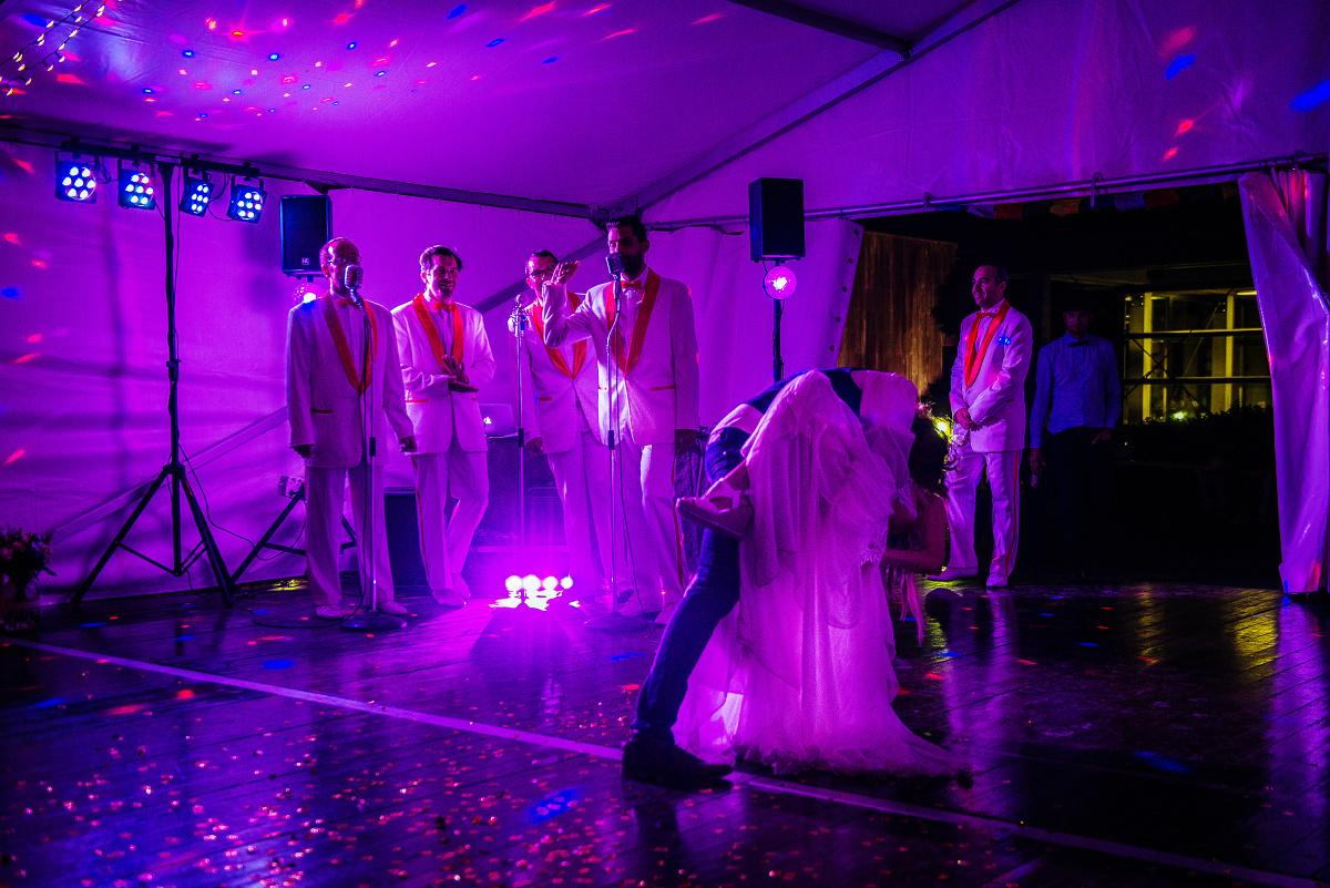 svatba-kolenem